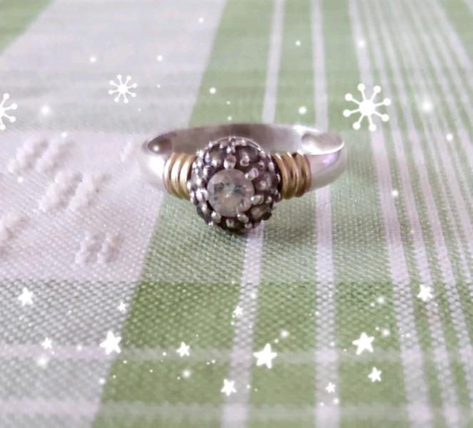 Anillo plata y oro con piedras