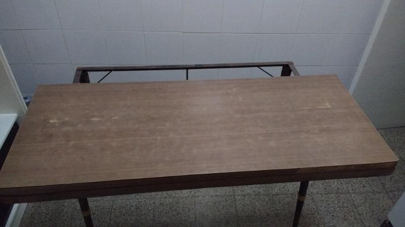 Mesa libro de 0 60 por un metro $