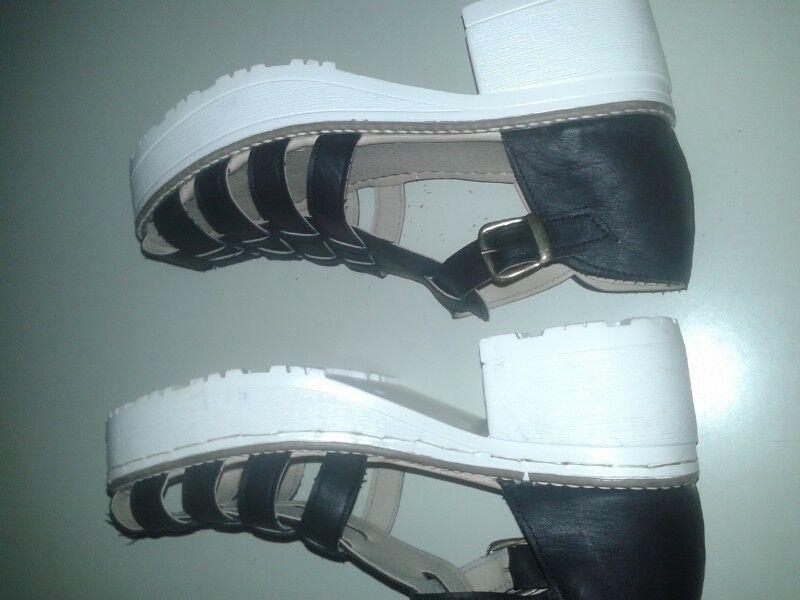 Sandalias negras muy buen estado