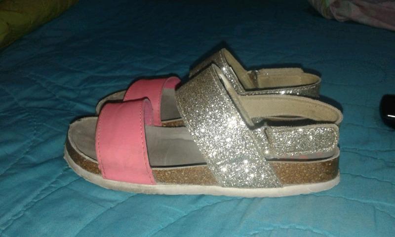 Vendo sandalia para nena!