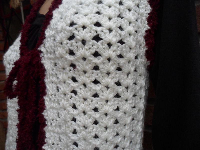 CHALECO color crudo tejido a crochet, confeccion propia.