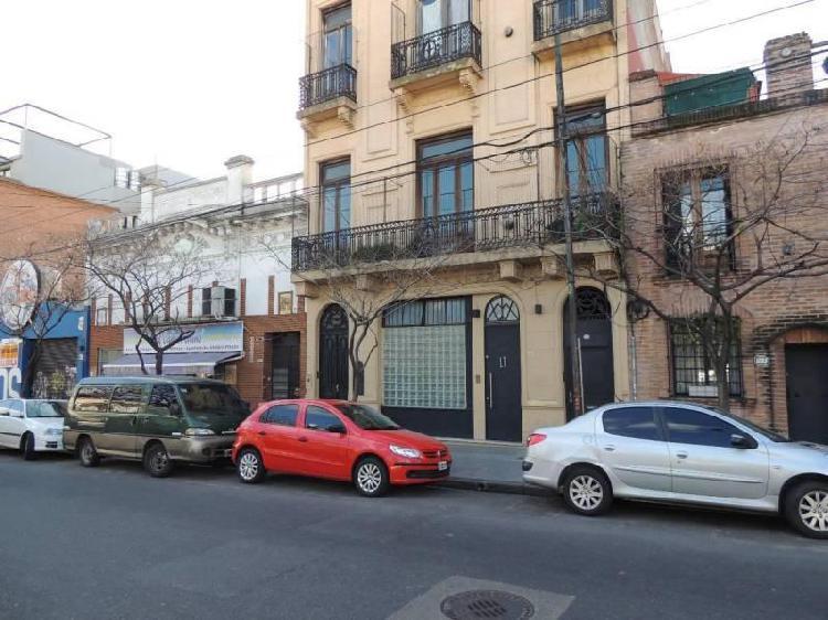 Gran local en alquiler en el barrio de Villa Crespo sin