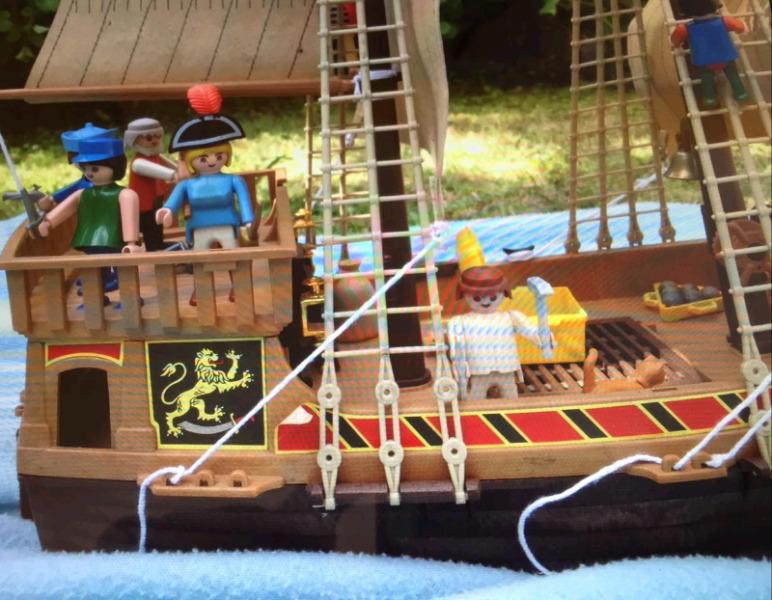 Juguetería. Barco. Jeep y Cuartel Rambo. Camión porta