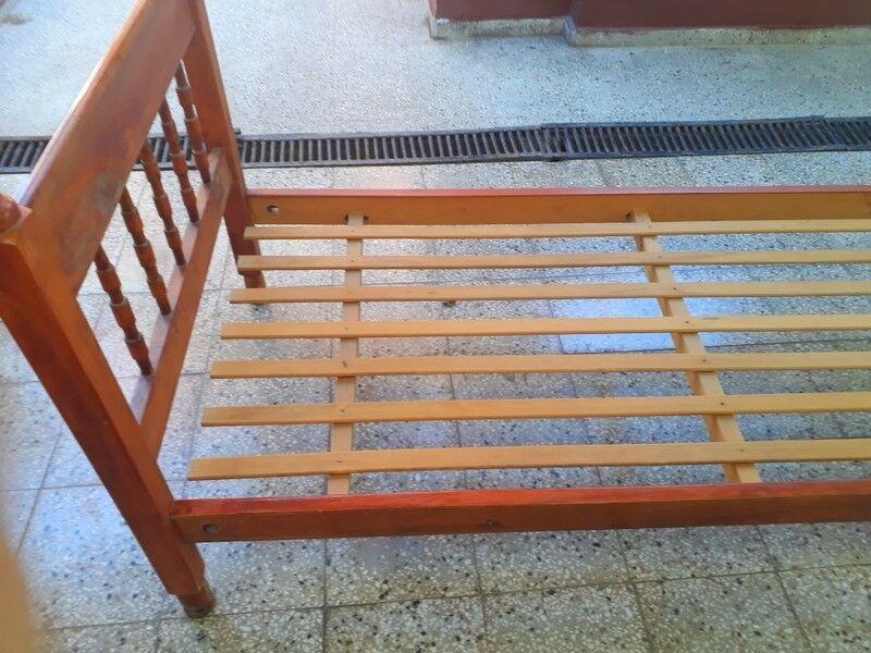 Vendo cama de madera en excelente estado