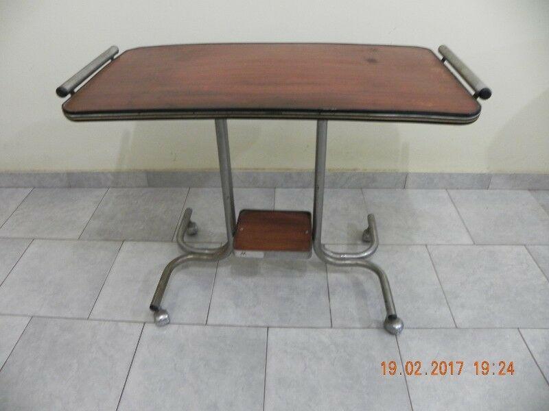 Vendo mesa de Tv vintage con estructura metálica reforzada