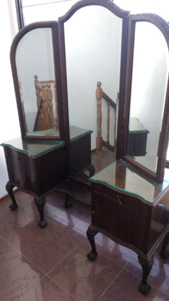 antiguo vestidor de estilo chipendal con espejo biselado