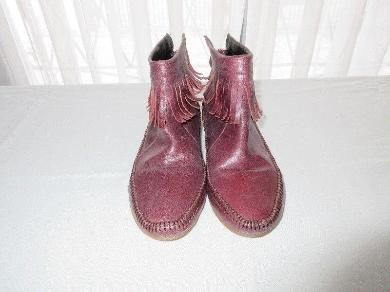 Botas de cuero con flecos, para mujer, marca Woodland!!, muy