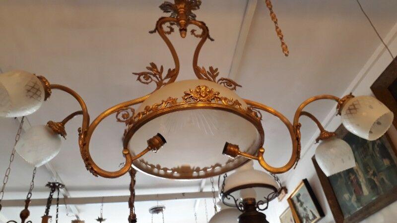 Importante Araña Francesa Con Gran Plafond Central