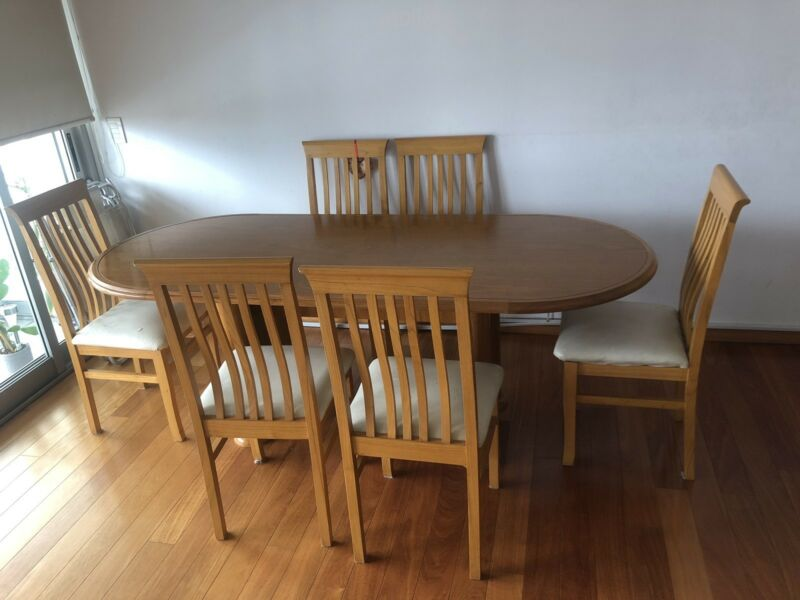 Juego de mesa de roble con 6 sillas