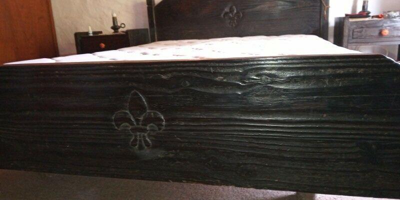 Vendo cama estilo colonial frailero, de madera color negro