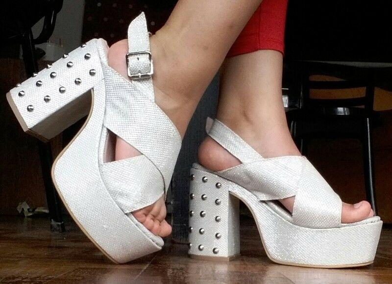 zapatos blancos con brillos talle 39 con un solo uso