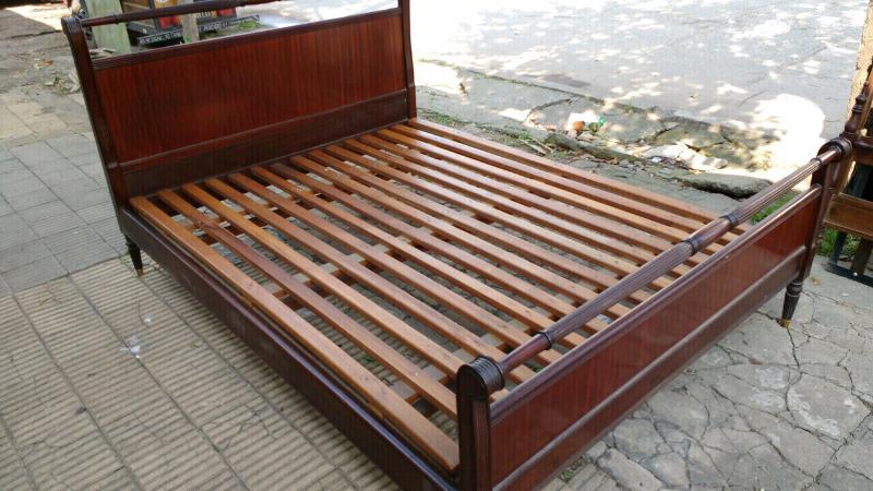 Hermosa cama antigua de dos Plaza estilo inglés de cedro