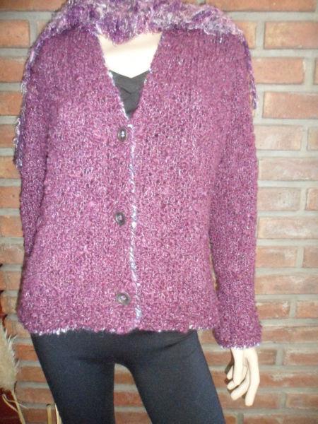 SAQUITO, tejido a mano, color guinda, 500 pesos. CHALINAS 10