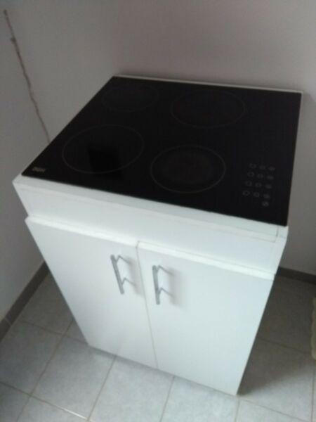 Anafe BGH con mueble en excelente estado y con poco uso