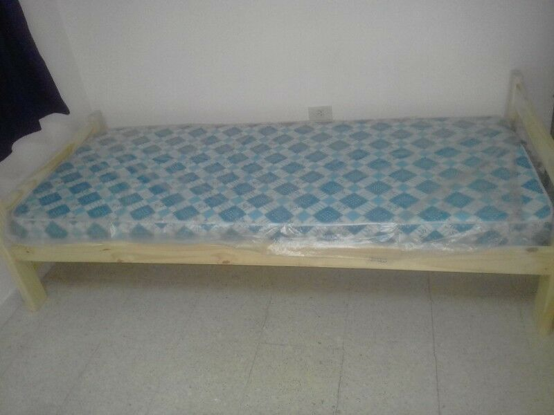 Cama y colchón de 1 plaza