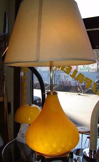 Magnifica lampara de mesa bronce opalina luz adentro