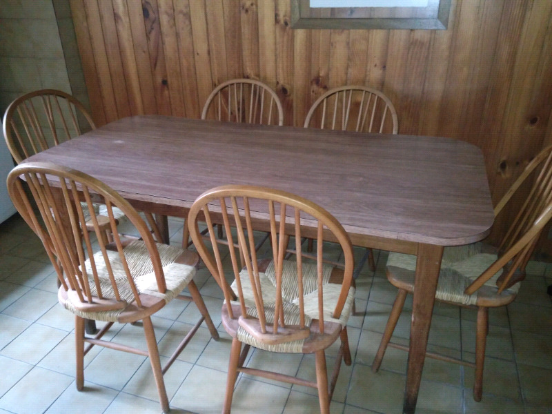 Mesa y seis sillas
