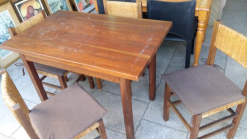 mesa y 4 sillas