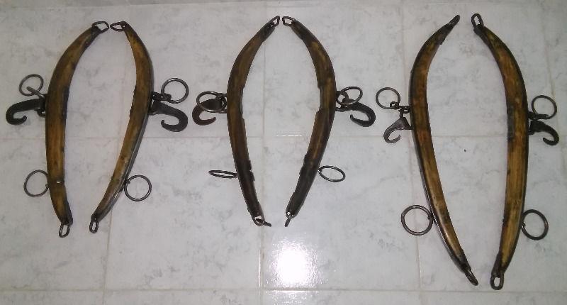 yuguillos o balancines antiguos de madera y hierro. hermosos