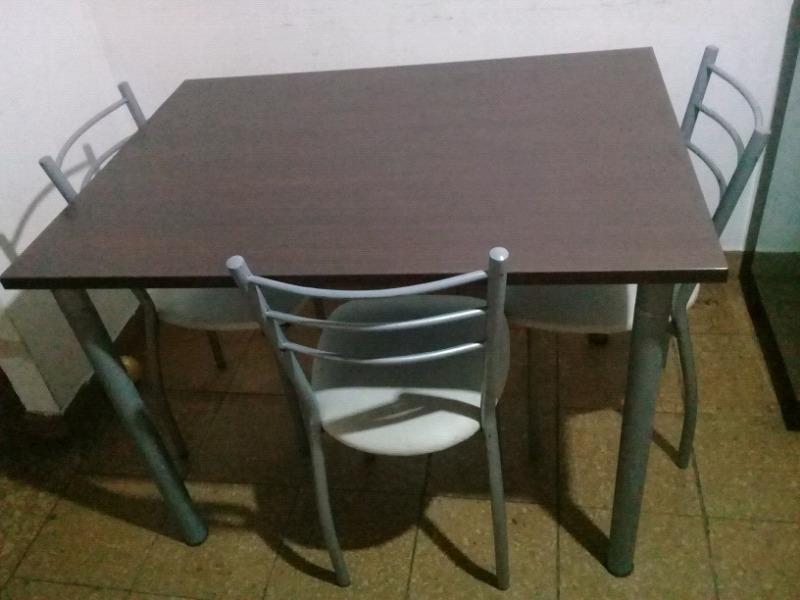 Mesa de madera + 4 sillas (usada)