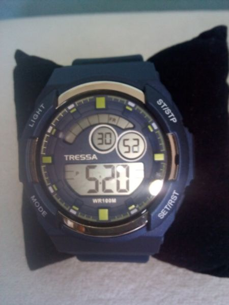 "Reloj TRESSA Chrono Digital, Modelo ""Denon"", Sumergible"