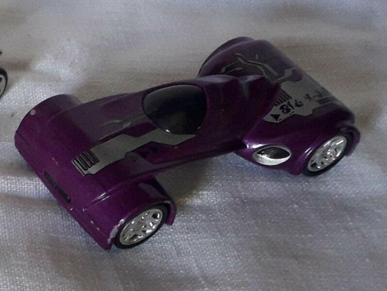 Auto de colección Majorette Fiction violeta