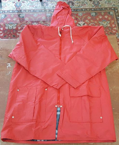 Campera talle S roja impermeable abrigo interior y capucha