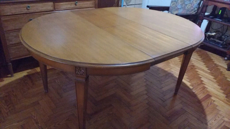 Hermosa mesa redonda extensible estilo inglés en madera de