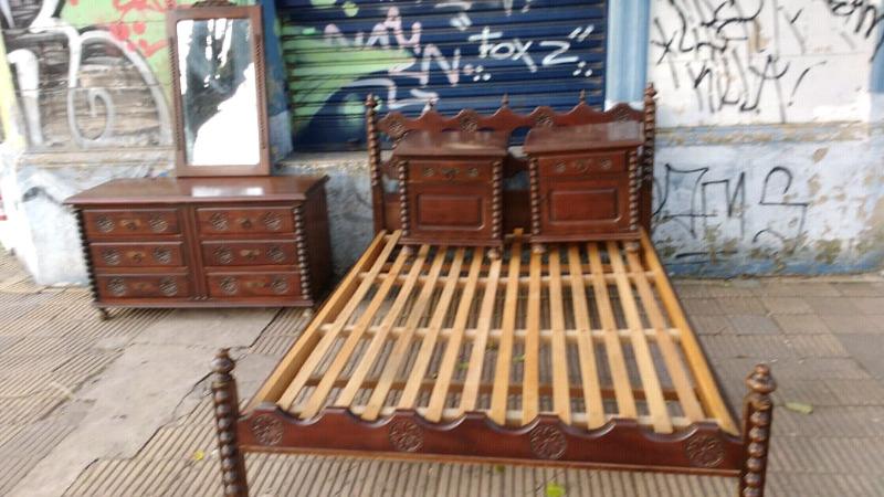 Juego dormitorio estilo colonial en madera de cedro completo