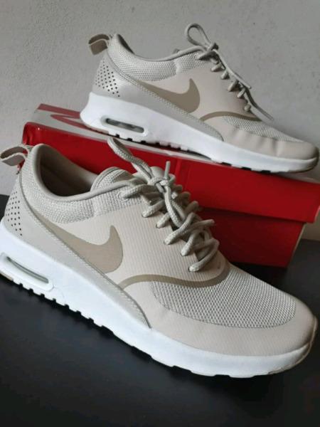 Vendo Nike airmax thea de mujer