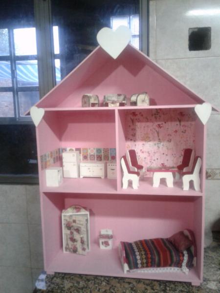 Casa de muñecas amoblada