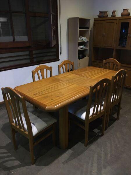 Mesa de comedor con 6 sillas + 2 sillones