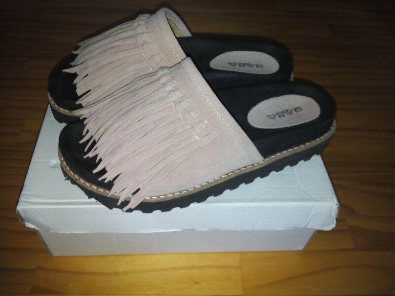 Sandalias gamuzadas con flecos color rosa numero 39. Nuevas