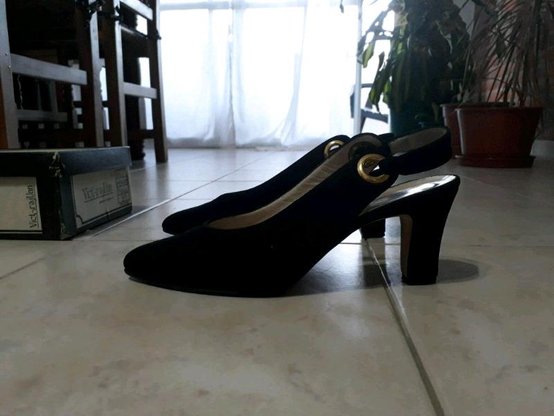 Stilettos de gamuza número 38 excelente calidad sin uso