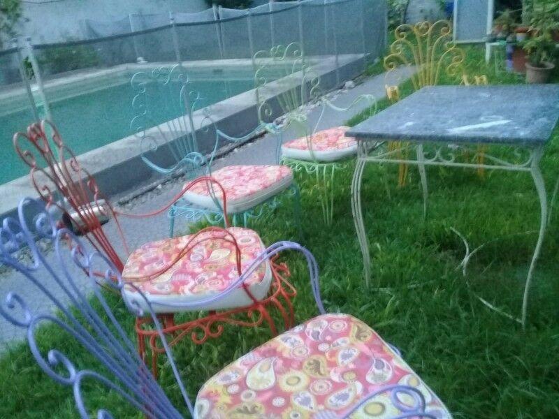 liquido 5 sillones de hierro de jardin Y MESA
