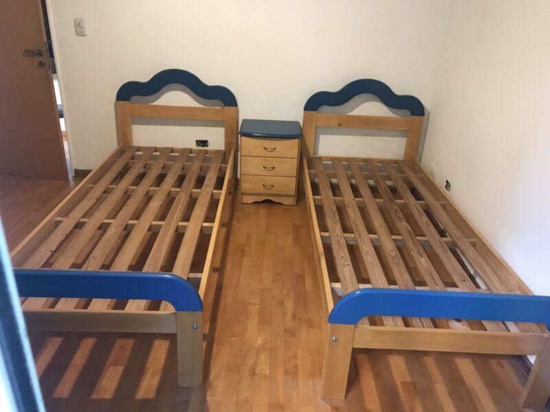 Vendo dos camas 1 plaza + mesa de luz.
