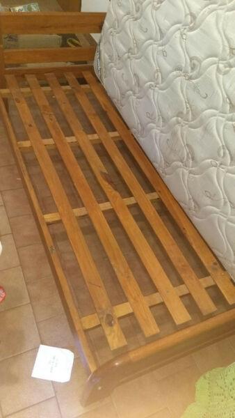 Cama de cedro con colchón de resortes 1 y 1/2 plaza