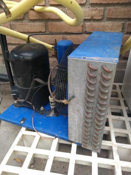 Liquido camara frigorifica con motor completa funcionando.