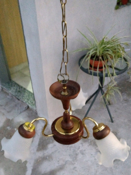 Lámpara colgante de madera y bronce estilo araña