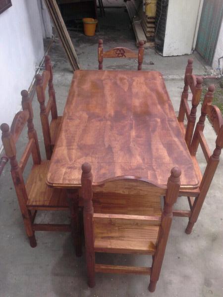 Juego de mesa de 1,40 y 6 sillas torneadas.