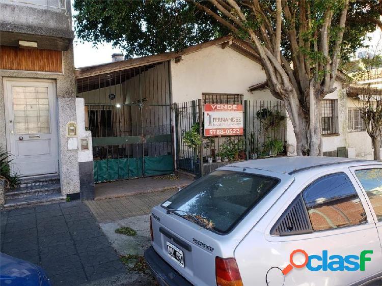 SÓLIDA CASA DE 3 AMBIENTES A RECICLAR A METROS DE PELLIZA Y