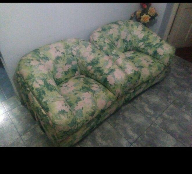 Par de sillones tapizados