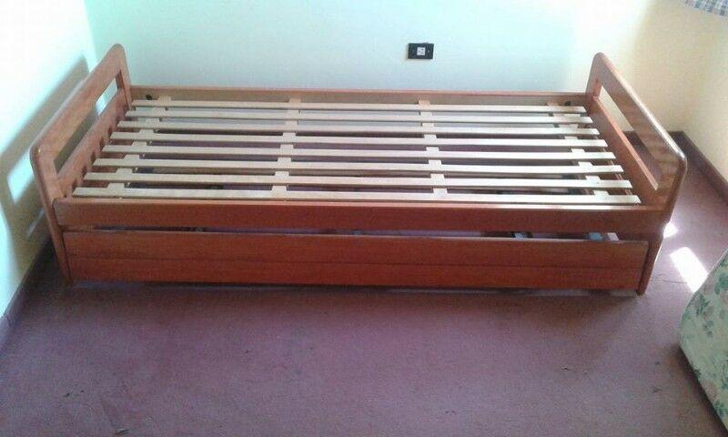 cama marinera de madera maciza laqueada, muy buen estado