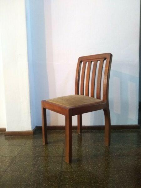 Juego de 6 sillas de madera tapizada