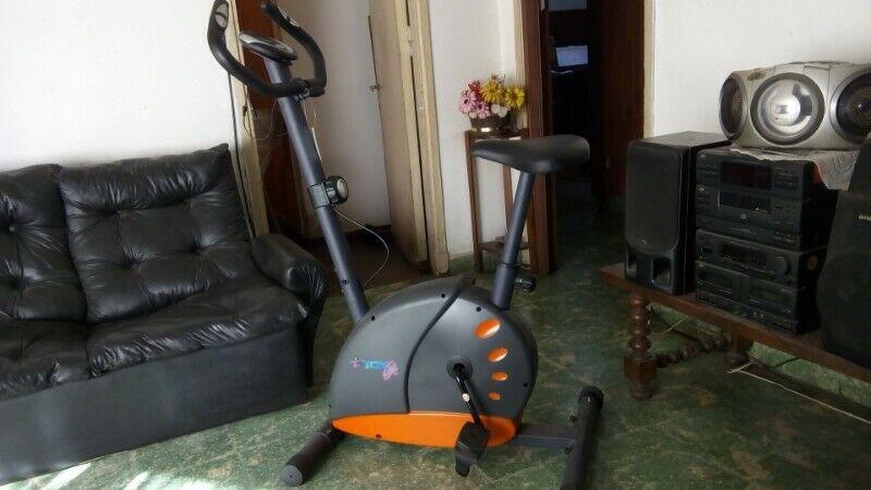 Bicicleta fija magnética usada como nueva