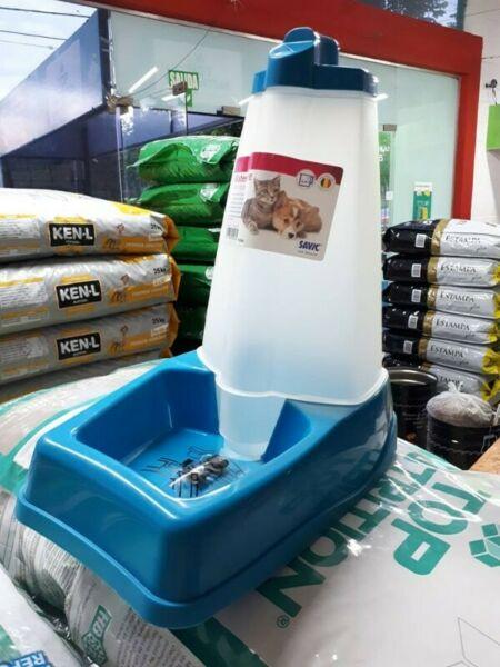 Dispenser o bebero automático para gatos y perros