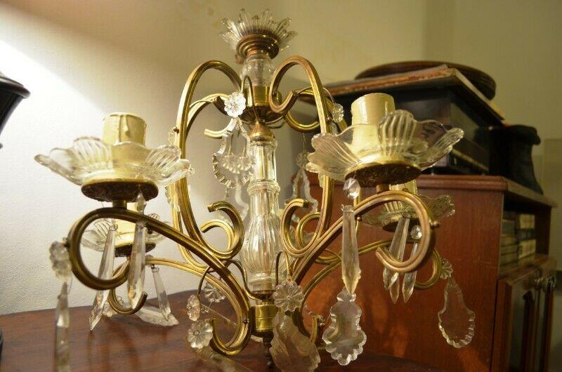 Antigua Araña de bronce y cristal 5 Luces con Caireles
