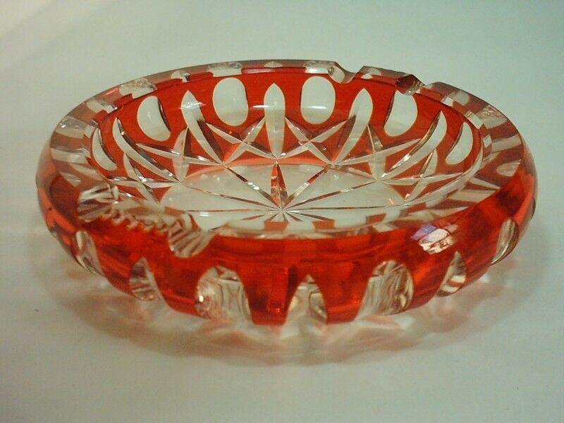 Gran Cenicero de Cristal de Bohemia Color Rojo Tallado