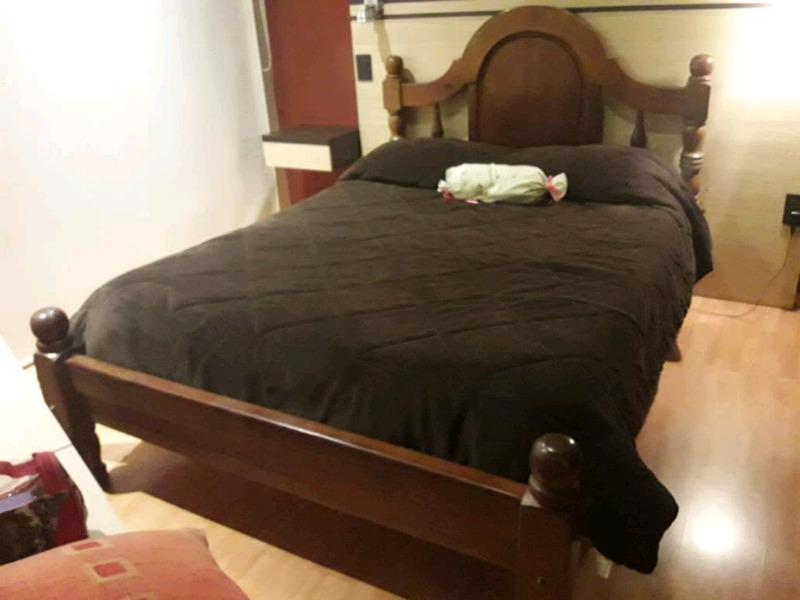 Vendo juego de dormitorio 2 plazas en algarrobo