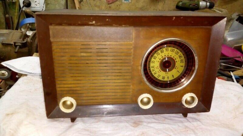 radio a valvulas antigua